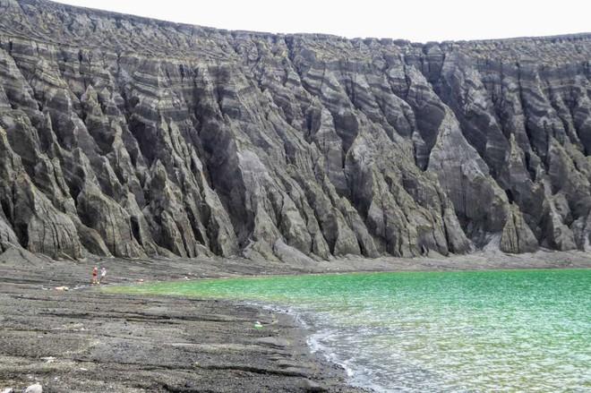 Hòn đảo này chỉ mới ra đời 4 năm trước thôi, vậy mà nay đã khiến giới khoa học phải ngạc nhiên - Ảnh 3.