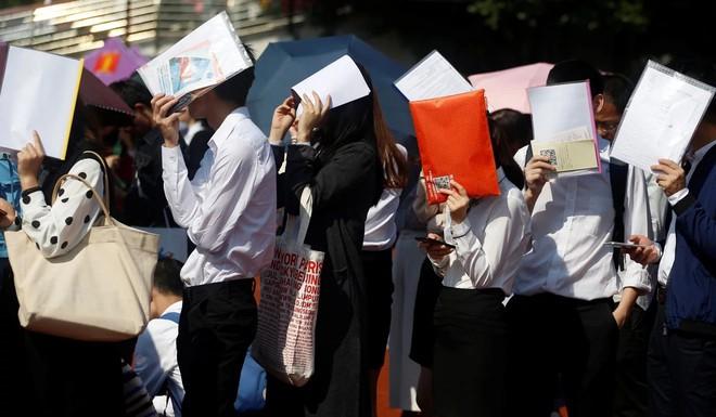 Thời khan hiếm việc làm ở Trung Quốc: Du học sinh cũng khốn đốn, cạnh tranh khốc liệt với cử nhân trong nước - Ảnh 3.