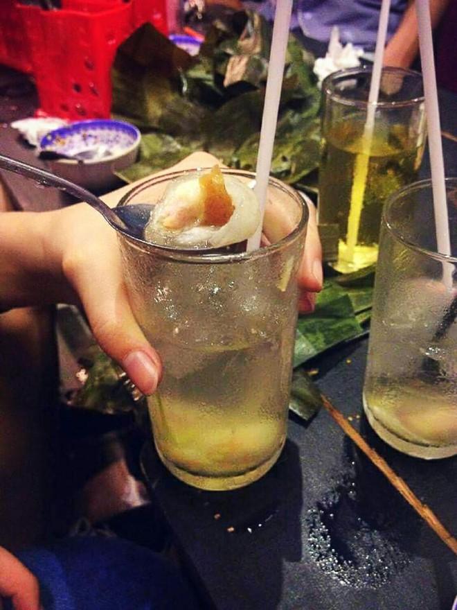 Sài Gòn có những món tráng miệng kết hợp mặn ngọt rất độc đáo, có món còn bỏ cả thịt heo quay vào chè - Ảnh 3.