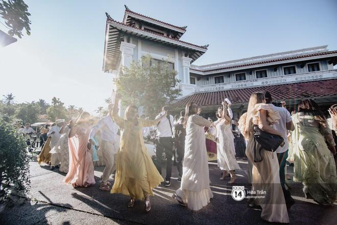Chùm ảnh: Những khoảnh khắc ấn tượng nhất trong hôn lễ chính thức của cặp đôi tỷ phú Ấn Độ bên bờ biển Phú Quốc - Ảnh 3.
