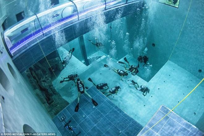 Chiêm ngưỡng hồ bơi sâu nhất thế giới thách thức mọi thợ lặn sắp mở cửa vào mùa thu năm nay - Ảnh 2.