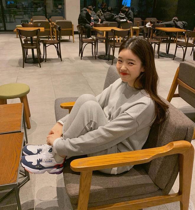 """4 đôi sneaker """"thô kệch"""" được giới trẻ Hàn sắm ầm ầm mà đảm bảo ai cũng thích mê - Ảnh 6."""