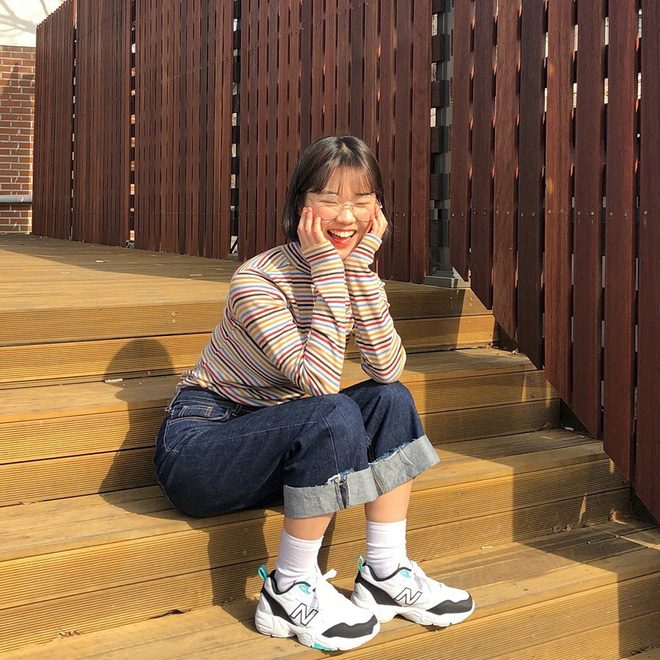 """4 đôi sneaker """"thô kệch"""" được giới trẻ Hàn sắm ầm ầm mà đảm bảo ai cũng thích mê - Ảnh 8."""