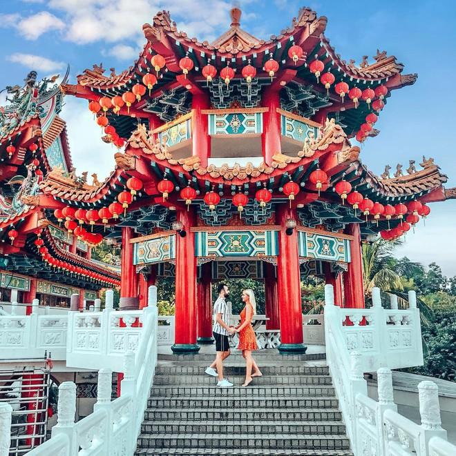 Phát hiện triệu góc check-in thần thánh ở ngôi chùa đèn lồng hot nhất Kuala Lumpur - Ảnh 1.