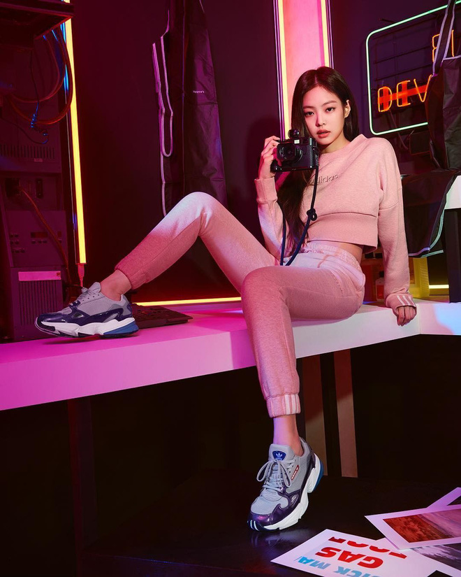 """4 đôi sneaker """"thô kệch"""" được giới trẻ Hàn sắm ầm ầm mà đảm bảo ai cũng thích mê - Ảnh 5."""
