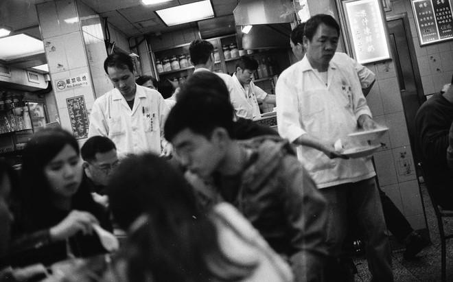 Có một Hong Kong tràn ngập mĩ cảm điện ảnh qua lăng kính của nhiếp ảnh gia người Đài Loan - Ảnh 12.