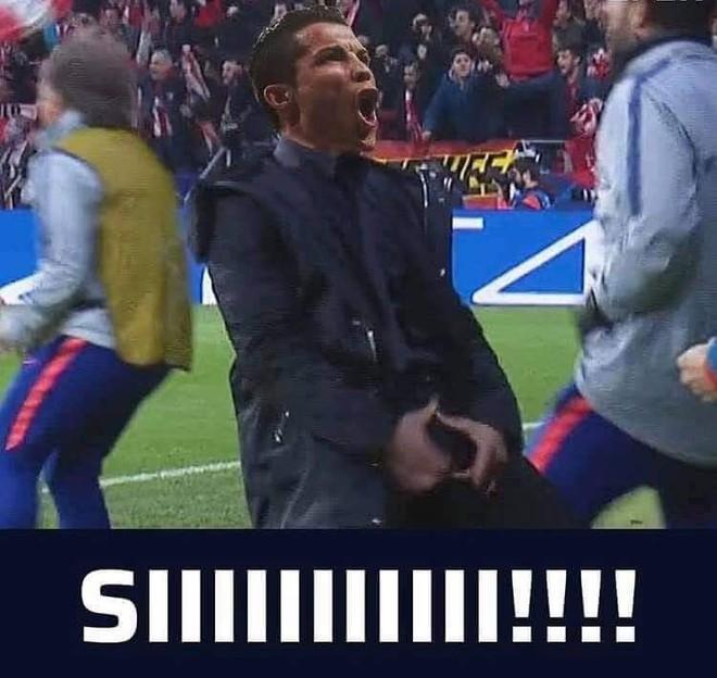 Ronaldo giễu cợt màn ăn mừng phản cảm của HLV đội bạn ở lượt đi - Ảnh 4.