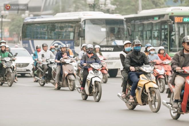 Chuyên gia và người dân nói về thí điểm cấm xe máy trên 2 tuyến đường ở Hà Nội: Ô tô mới là nguyên nhân chính gây tắc đường, ô nhiễm - Ảnh 4.