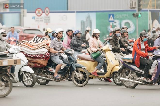 Chuyên gia và người dân nói về thí điểm cấm xe máy trên 2 tuyến đường ở Hà Nội: Ô tô mới là nguyên nhân chính gây tắc đường, ô nhiễm - Ảnh 8.
