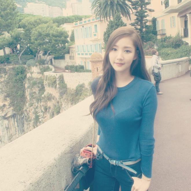 Vòng 1 đẫy đà như Park Min Young thì mặc gì vừa đẹp vừa sang? Câu trả lời nằm ở 4 tips sau đây - Ảnh 1.