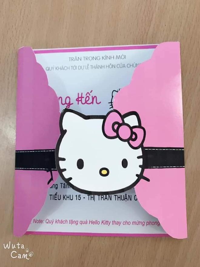 Mong quý khách tặng quà Hello Kitty thay cho phong bì - dòng ghi trên thiệp cưới của cô gái cuồng Mèo hồng khiến dân mạng cười nghiêng ngả - Ảnh 2.