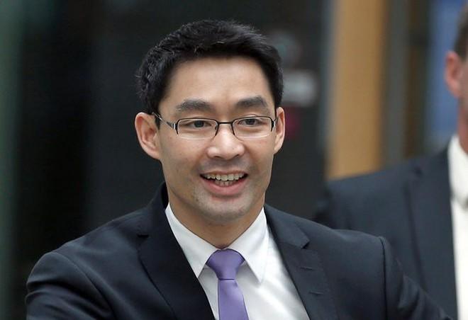Profile học vấn siêu đỉnh của Nguyên Phó Thủ tướng Đức vừa về Việt Nam làm việc - Ảnh 2.