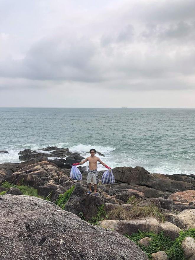 """Thử thách dọn rác tại đảo Sơn Trà: Trả lại một bãi đá hoang sơ từ """"biển rác"""", tuyên truyền ý nghĩa về du lịch có trách nhiệm - Ảnh 4."""