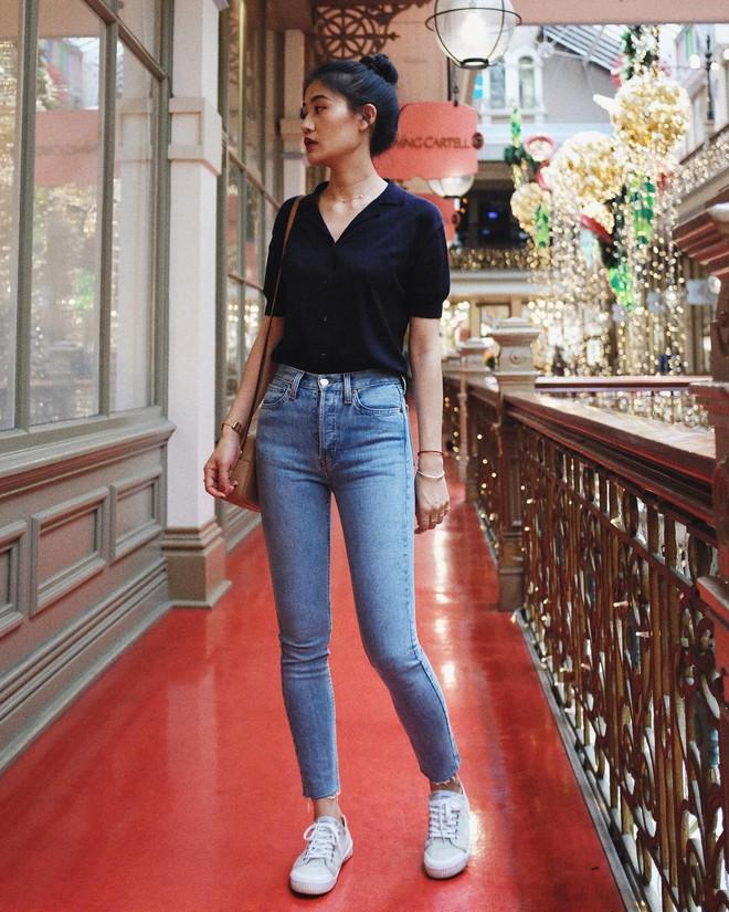 Khuyên thật lòng: Bạn đừng mix quần jeans với 3 kiểu giày dép này kẻo phí cả set đồ - Ảnh 2.
