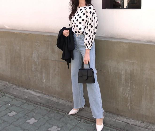 Khuyên thật lòng: Bạn đừng mix quần jeans với 3 kiểu giày dép này kẻo phí cả set đồ - Ảnh 4.