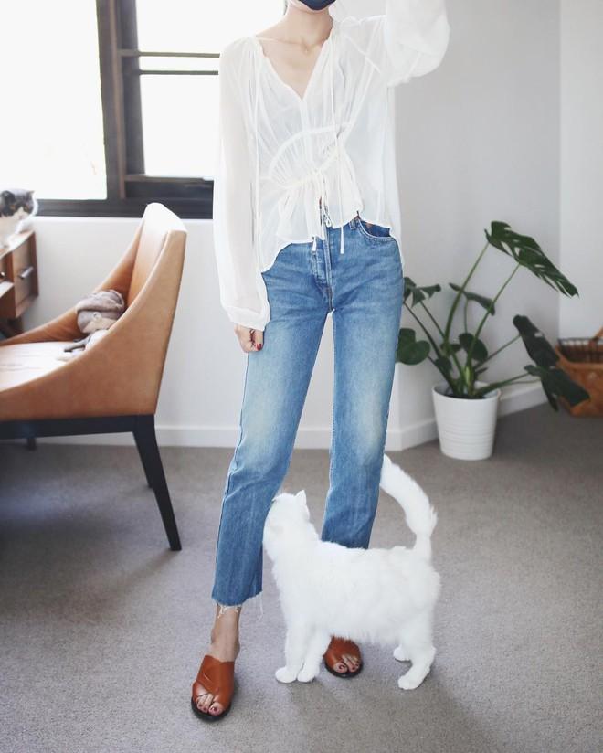 Khuyên thật lòng: Bạn đừng mix quần jeans với 3 kiểu giày dép này kẻo phí cả set đồ - Ảnh 6.
