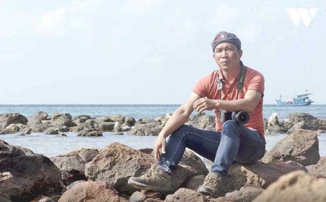 Hành trình hơn 3000km bờ biển của nhiếp ảnh gia săn rác Lekima Hùng và câu chuyện nơi hòn đảo người dân chỉ vứt rác xuống biển - Ảnh 2.