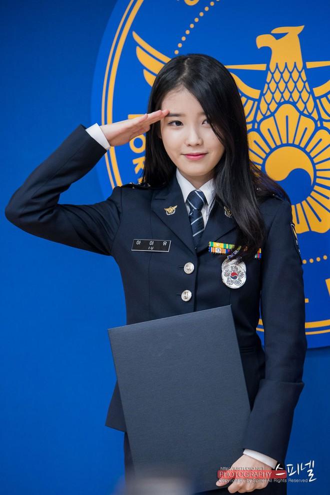 Một sự thật ít ai biết: Em gái quốc dân IU thật ra từng là sĩ quan cảnh sát cấp cao - Ảnh 4.