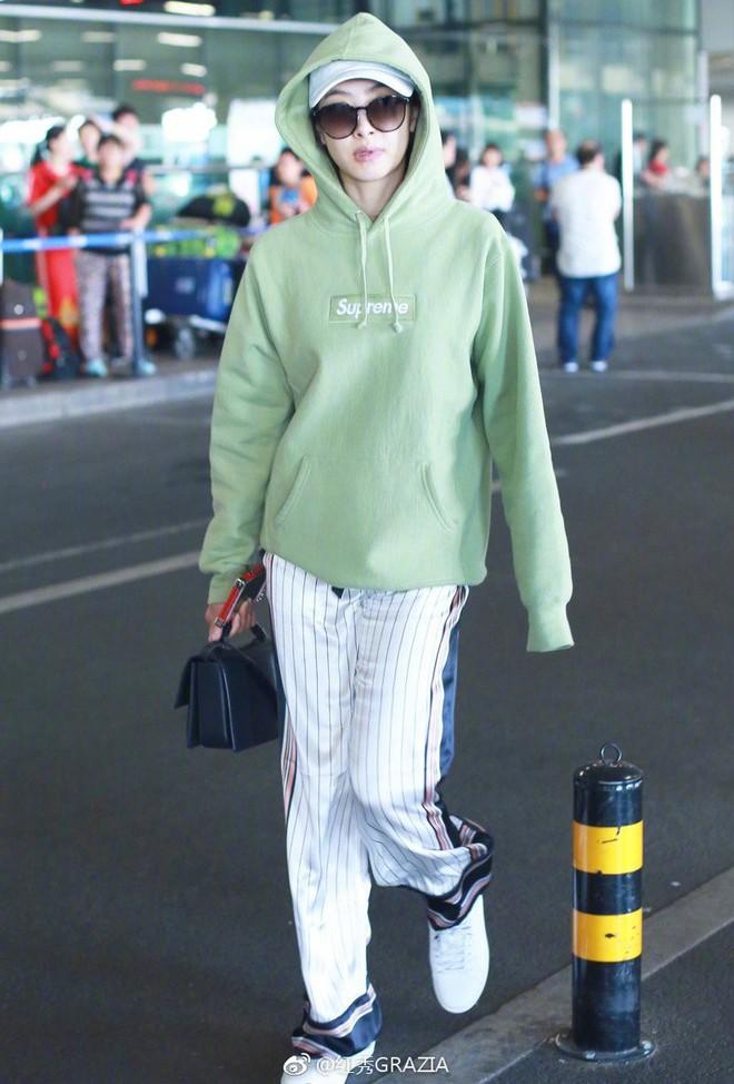 Lấn át cả Dương Mịch, Đường Yên, sao nữ kém tên tuổi này được netizen nhận xét là có body đẹp nhất khi diện áo nỉ oversize - Ảnh 5.