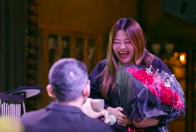 Couple đũa lệch Trung Quốc: Gặp nhau khi chỉ có 3,5 triệu đồng, bên nhau qua khó khăn và lời câu hôn cảm động - Ảnh 2.