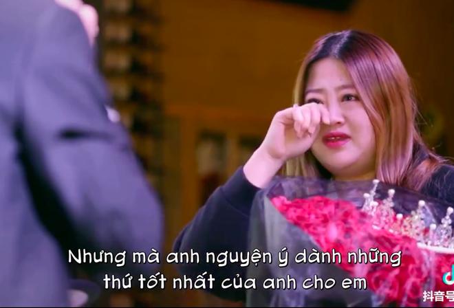 Lưu Dương đã không kìm chế được cảm xúc mà bật khóc ngay trên sân khấu