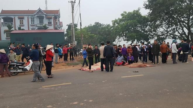 Hiện trường vụ tai nạn ở Vĩnh Phúc - Ảnh 1.