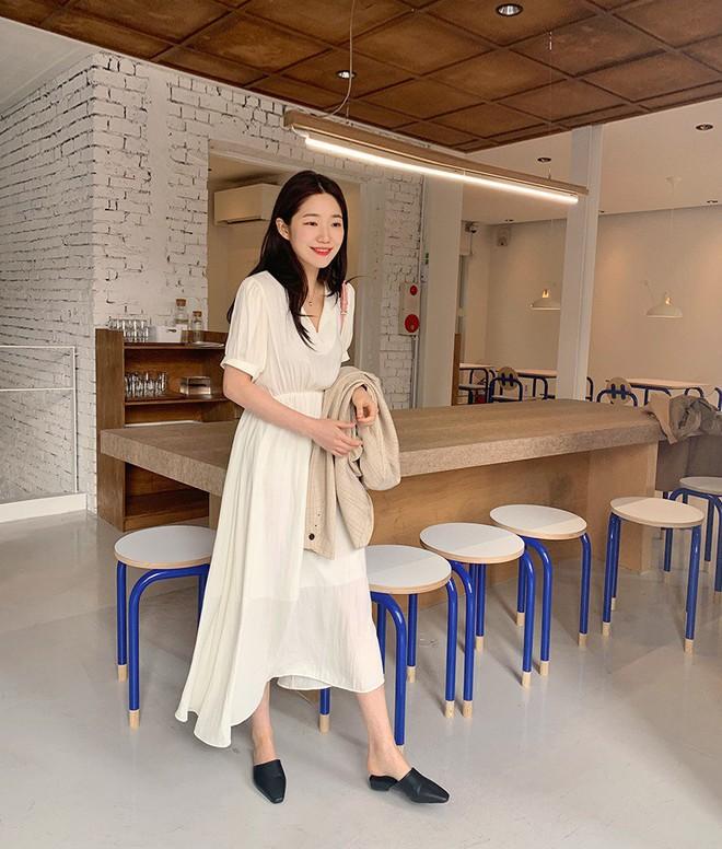 Diện váy vóc, bạn sẽ muốn mix ngay với 5 kiểu giày sau vì mặc lên quá xinh xắn và trendy - Ảnh 1.