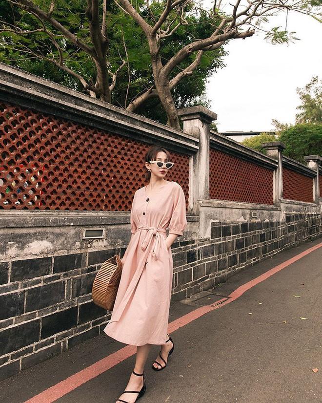 Diện váy vóc, bạn sẽ muốn mix ngay với 5 kiểu giày sau vì mặc lên quá xinh xắn và trendy - Ảnh 4.
