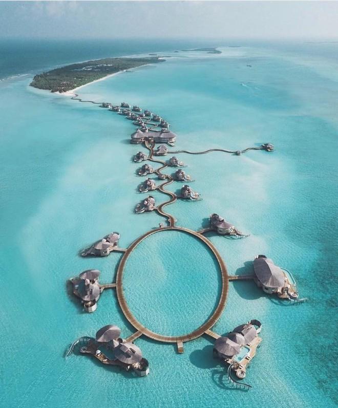 Choáng với khu nghỉ dưỡng sang chảnh bậc nhất Maldives, chỉ dành cho giới giàu đến siêu giàu - Ảnh 1.