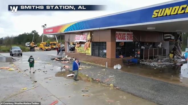 Cảnh tượng như ngày tận thế trong cơn lốc xoáy kinh hoàng ở Mỹ - Ảnh 12.