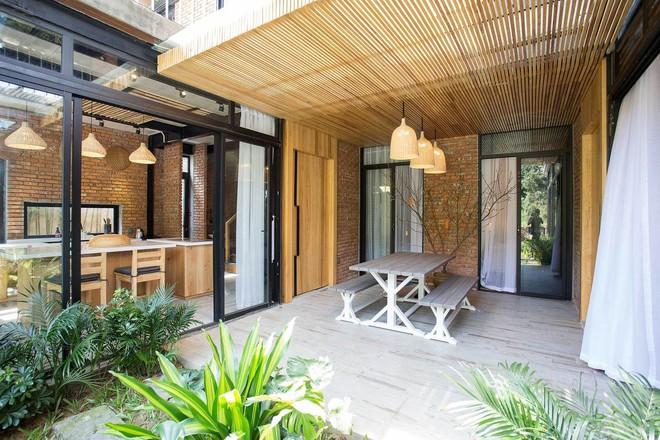 Kiến trúc sư kể chuyện xây 2 căn biệt thự liền kề ở Đà Nẵng cho đôi bạn thân từ trẻ sống cạnh nhau đến cuối đời - Ảnh 9.