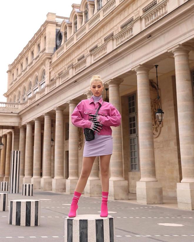 """Hà Hồ phô trương ngực trần, Quỳnh Anh Shyn phải mượn áo để """"chinh chiến"""" street style với dàn sao quốc tế tại Paris - Ảnh 2."""