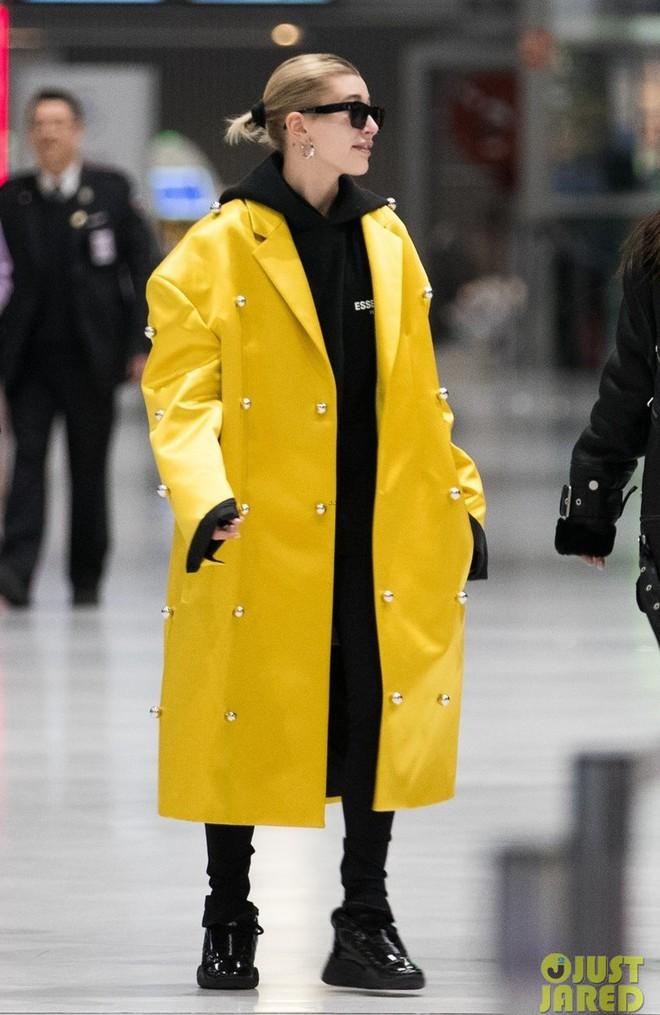 """Hà Hồ phô trương ngực trần, Quỳnh Anh Shyn phải mượn áo để """"chinh chiến"""" street style với dàn sao quốc tế tại Paris - Ảnh 7."""