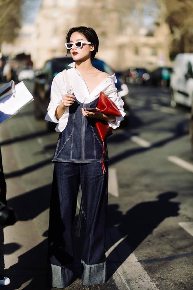 """Hà Hồ phô trương ngực trần, Quỳnh Anh Shyn phải mượn áo để """"chinh chiến"""" street style với dàn sao quốc tế tại Paris - Ảnh 3."""