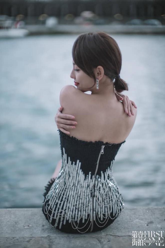 """Không hổ danh là """"mỹ nhân đẹp nhất Diên Hi"""", Trương Gia Nghê hút mọi ánh nhìn tại Tuần lễ thời trang Paris - Ảnh 5."""