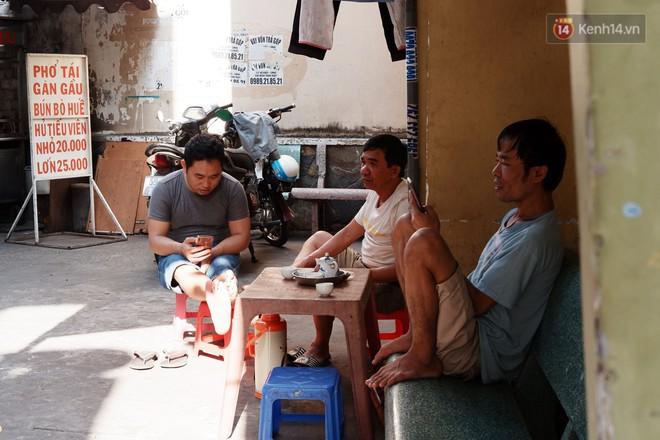 8/3 ở xóm bà bầu Sài Gòn: Những người phụ nữ gian nan đi tìm thiên chức làm mẹ và tình người trong con hẻm hy vọng - Ảnh 3.