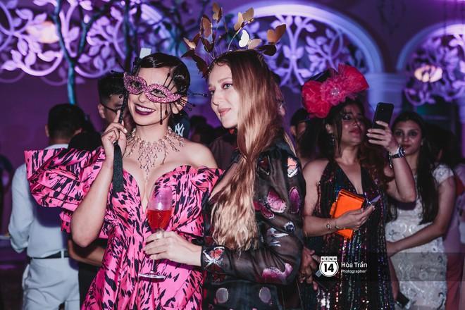 """Cặp đôi tỷ phú Ấn Độ lộng lẫy cùng các khách mời đại gia vào đêm tiệc """"Pink Party"""" đầu tiên ở Phú Quốc (+video) Hoatran-4145-1551979071470482056012"""