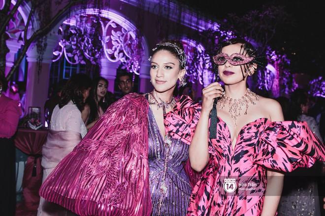 """Cặp đôi tỷ phú Ấn Độ lộng lẫy cùng các khách mời đại gia vào đêm tiệc """"Pink Party"""" đầu tiên ở Phú Quốc (+video) Hoatran-4188-1551979071486571782133"""