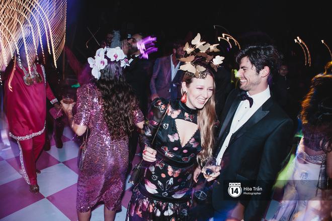 """Cặp đôi tỷ phú Ấn Độ lộng lẫy cùng các khách mời đại gia vào đêm tiệc """"Pink Party"""" đầu tiên ở Phú Quốc (+video) Hoatran-4475-15519853334461260328490"""