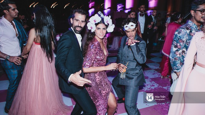 """Cặp đôi tỷ phú Ấn Độ lộng lẫy cùng các khách mời đại gia vào đêm tiệc """"Pink Party"""" đầu tiên ở Phú Quốc (+video) Hoatran-4560-15519853334571984899333"""