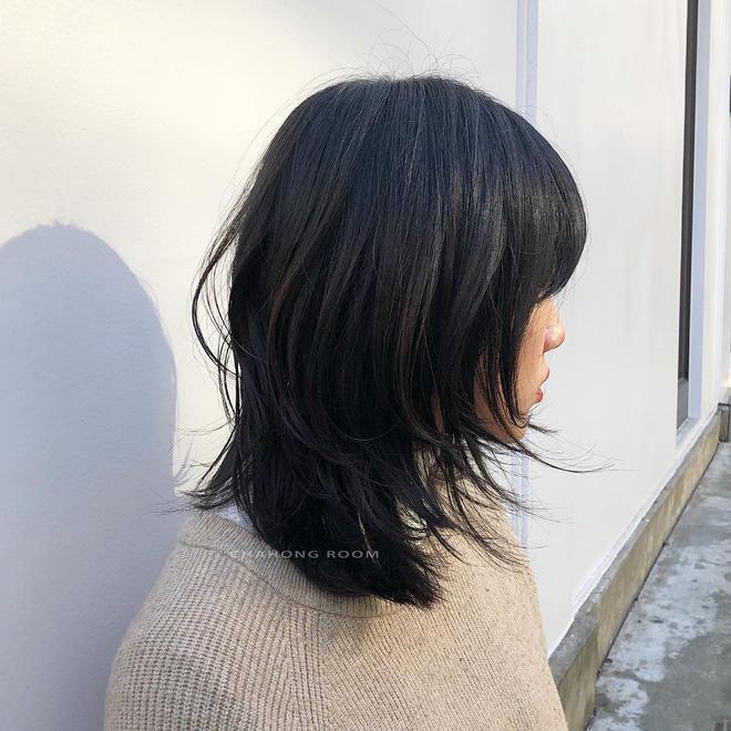 Khó mà tin được, kiểu tóc layer nham nhở của Sulli lại đang gây sốt tại Hàn - Ảnh 2.