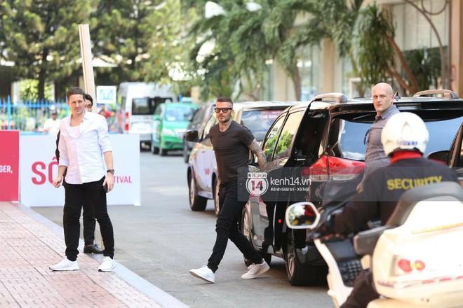 Cuối cùng David Beckham đã xuất hiện tại sự kiện ở TP.HCM: Ngôi sao quốc tế chuẩn bị gặp gỡ 2 cầu thủ Việt đình đám - Ảnh 4.