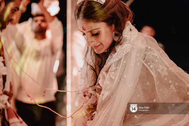 Chùm ảnh: Những khoảnh khắc ấn tượng nhất trong hôn lễ chính thức của cặp đôi tỷ phú Ấn Độ bên bờ biển Phú Quốc - Ảnh 14.