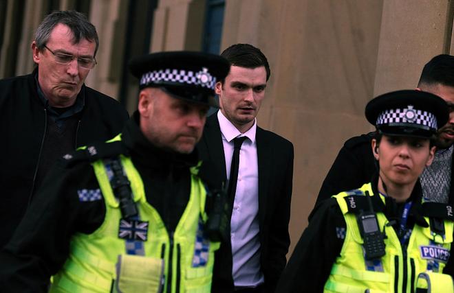 Ra tù, ác mộng vẫn tiếp diễn với kẻ ấu dâm Adam Johnson - ảnh 6