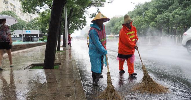Trung Quốc: Lao công đeo vòng theo dõi như giam lỏng, cấm nghỉ quá lâu khiến netizen cực lực lên án - Ảnh 3.