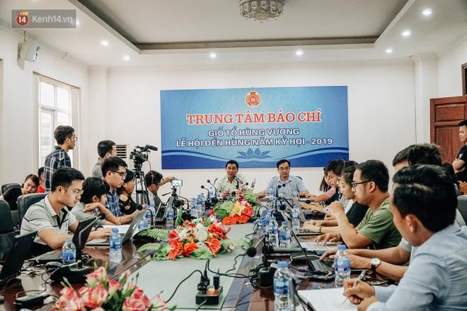Gần 2 triệu lượt du khách đổ về đền Hùng gây quá tải, tỉnh Phú Thọ kiểm soát chặt tình trạng chặt chém - Ảnh 2.