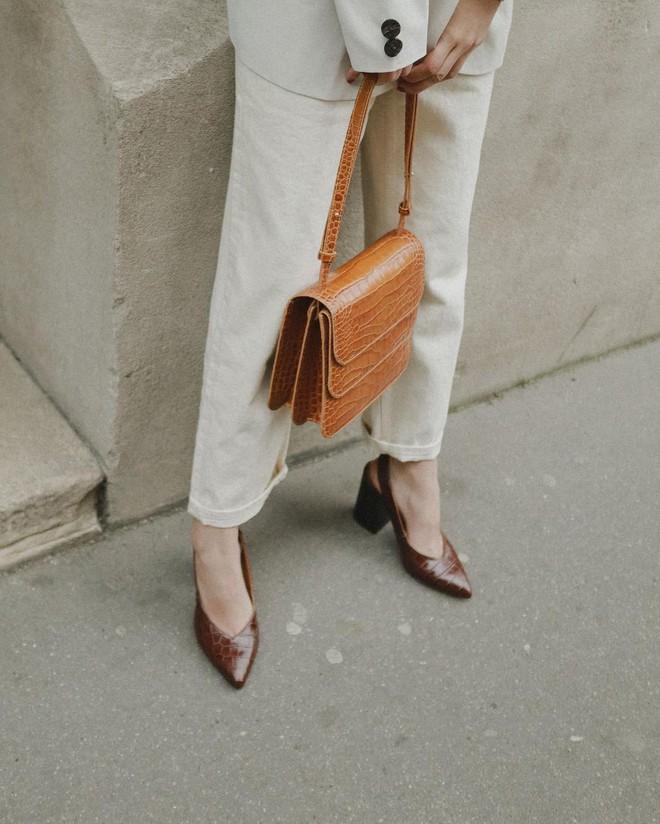 Thực sự tồn tại mẫu giày không chỉ giúp bạn thêm cao ráo, thanh mảnh mà còn sang lên rất nhiều - Ảnh 4.