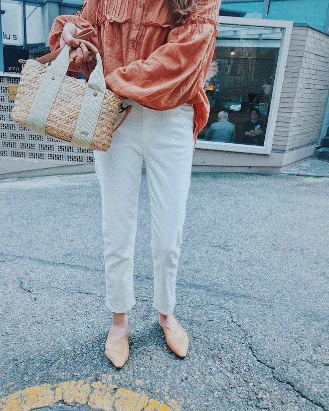 Thực sự tồn tại mẫu giày không chỉ giúp bạn thêm cao ráo, thanh mảnh mà còn sang lên rất nhiều - Ảnh 2.