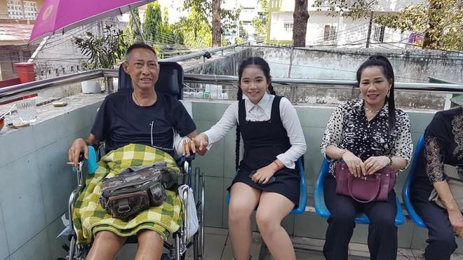 Xót xa hình ảnh nghệ sĩ Lê Bình sốt cao, mê man trên giường bệnh chống chọi ung thư - Ảnh 2.
