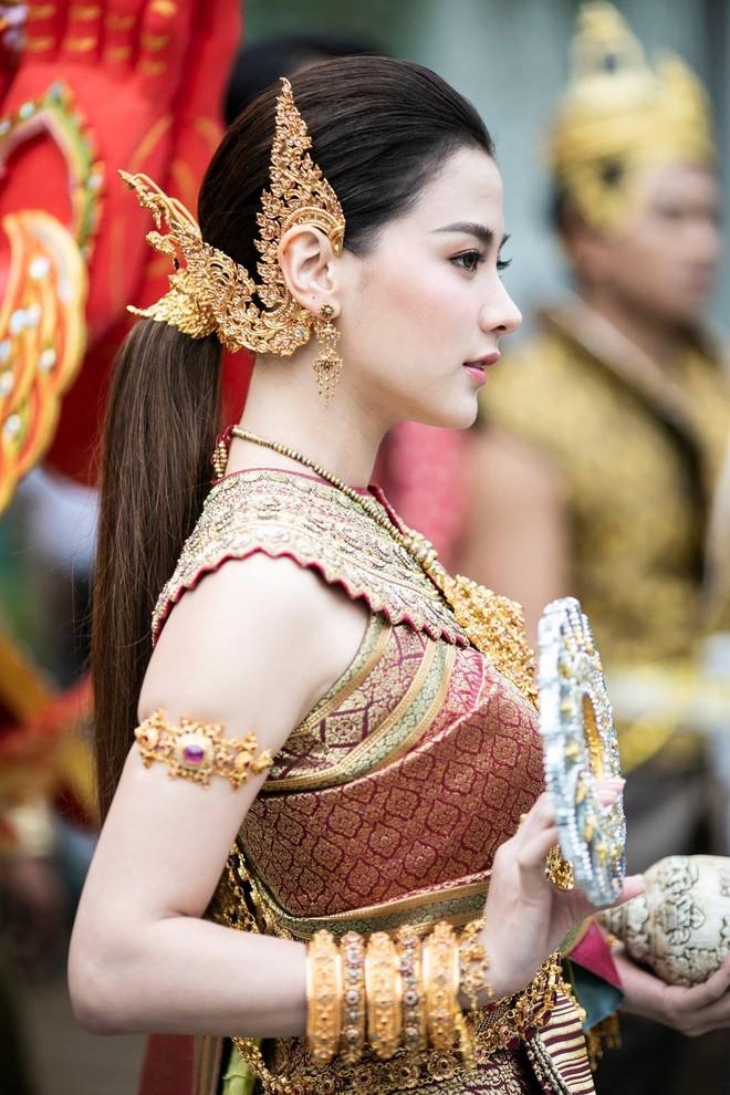 Dân tình náo loạn với nhan sắc cực phẩm của 'nữ thần Thungsa' trong lễ Songkran 2019 tại Thái Lan - Ảnh 2.